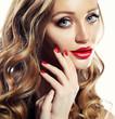 Leinwanddruck Bild - Beautiful woman face closeup with long blond hair and vivid red lipstick