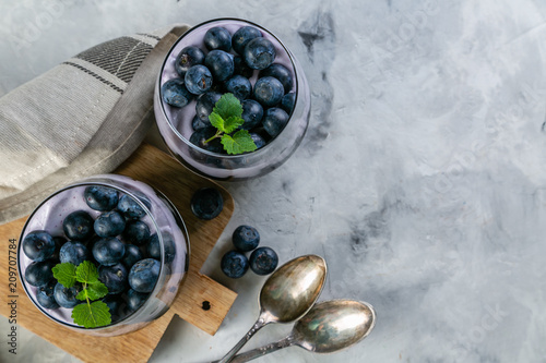 Detox activated charcoal chia pudding breakfast with blueberries - 209707784