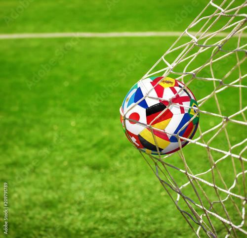 Ball im Netz © Thaut Images