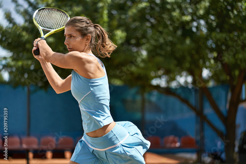 Aluminium Tennis Sportive girl plays tennis