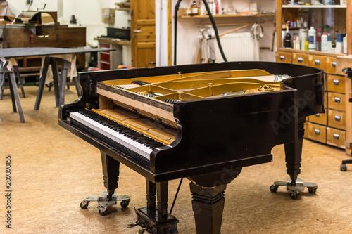 Foto Murales Flügel in Klavierwerkstatt