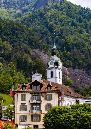 Miasto Vitznau nad jeziorem w Lucernie