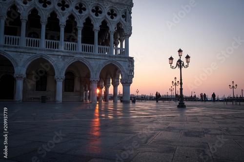 Pałac Dożów na Placu Świętego Marka o wschodzie słońca