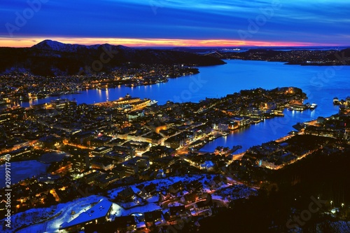 Canvas Donkerblauw Night view of Bergen, Norway