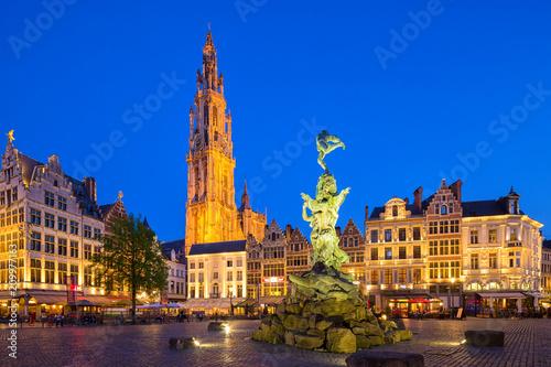Fotobehang Antwerpen Famous fountain with Statue of Brabo in Grote Markt square in Antwerpen, Belgium.