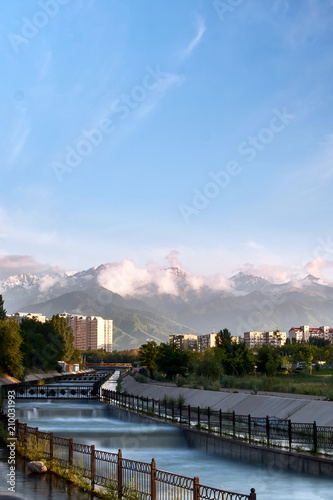 Aluminium Bergrivier Snow-capped high mountains over Almaty at the evening. View from the big Almaty river