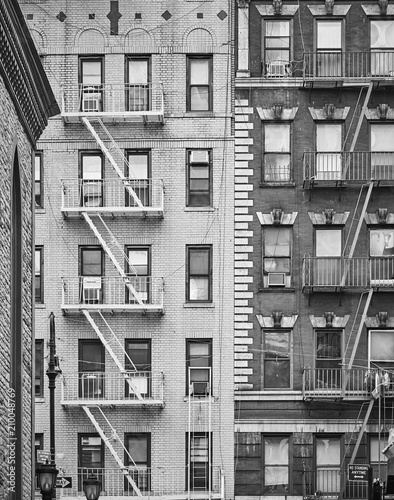 Black and white picture of residential buildings with fire escapes in New York City  USA. - 210048769