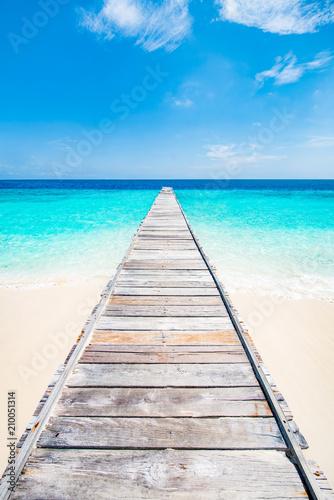 Ruhe und Entspannung am blauen Meer - 210051314