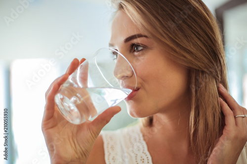 Leinwandbild Motiv Drinking fresh water