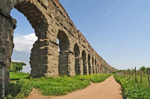 Foto Murales Roma, il parco degli Acquedotti romani