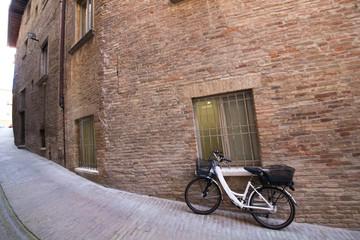 Vicolo con bicicletta © Gianfranco Bella