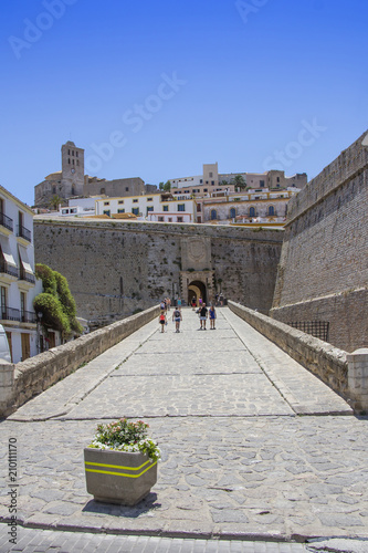 Foto Murales Entry to the Ibiza old town, called Dalt Vila
