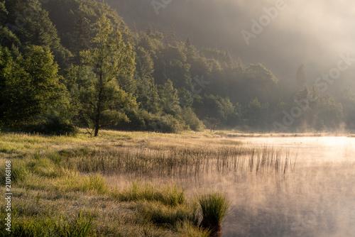 Sonnenaufgang im Nebel am Weitsee bei Reit im Winkel