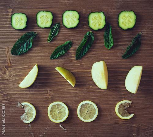 Foto Murales Ingredientes para preparar un smoothie verde detox
