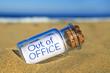Leinwanddruck Bild - Out of office