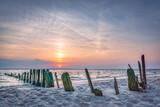 Wellenbrecher an der Nordsee - 210302374