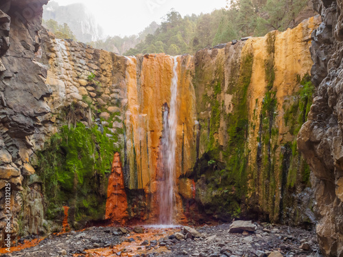 Waterfall of colors - Cascada de colores on La Palma - 210312125