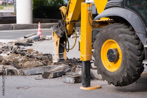 Aluminium Trekker Demolition hammer excavator with wheel and bearing closeup
