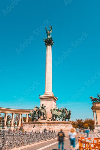 Heldenplatz with big pillar in the middle