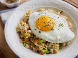 아시아 음식 계란 야채 볶음밥