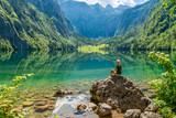Frau macht Yoga am Obersee beim Königssee - 210439919