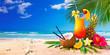 Leinwanddruck Bild - Exotic cocktails served on the beach