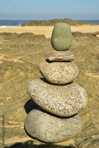 Aluminium Zen Stenen Zen rock stack of balanced rocks on Pacfic beach, Baja, Mexico