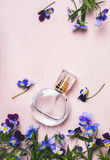 Women's perfume bottle and violets flowers on pink background - 210619712