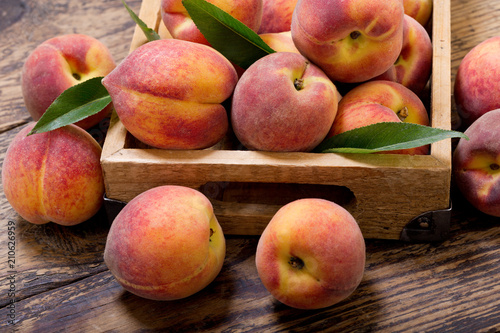 peaches with leaves in a wooden box - 210626959