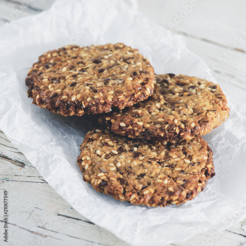 Fotobehang Koffiebonen Delicious healthy oatmeal cookies with lime on the wooden backgr