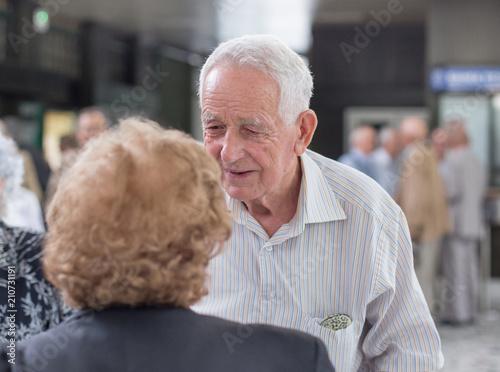 Foto Murales Senior man and woman talking