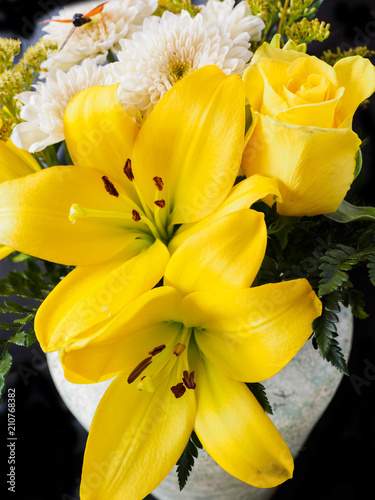 Fototapeta Yellow rose and lily bouquet