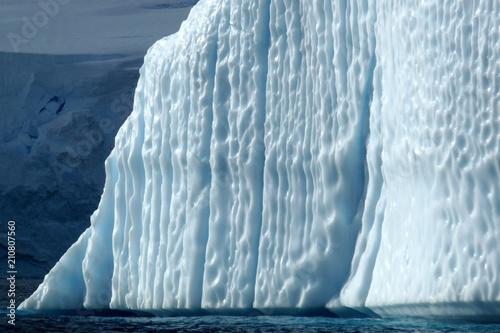 Foto Spatwand Antarctica Stunning glacier with long ridges