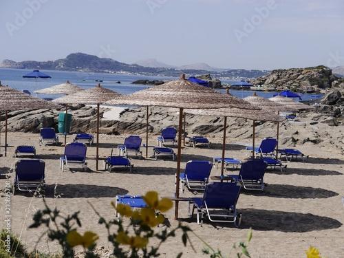 Greckie klimaty, wakacje, plaża - 210895708