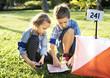 Leinwanddruck Bild - Kids finding direction on a map