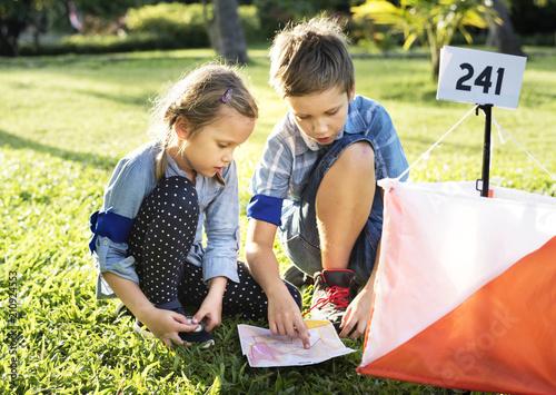 Leinwanddruck Bild Kids finding direction on a map