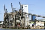 Silo à grains. Port de Rouen Grand-Couronne sur la Seine - 210967103