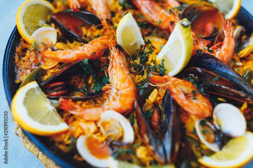 Leinwanddruck Bild spanish seafood paella, closeup view