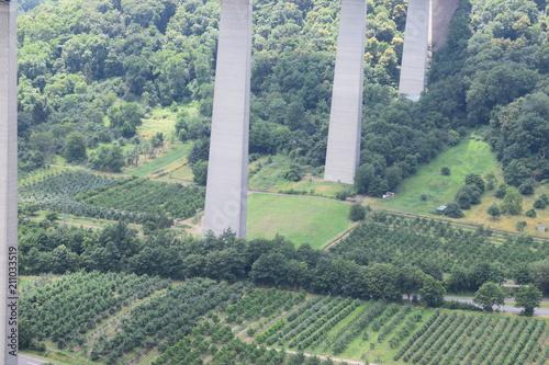Plexiglas Khaki Pfeiler der Moseltalbrücke