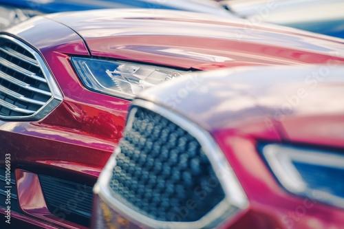Nowe samochody w magazynie dealera