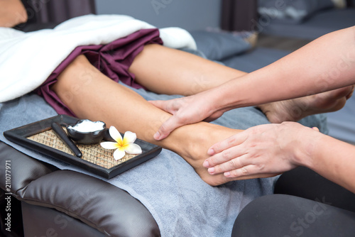 Leinwanddruck Bild Spa and Thai foot massage, beautiful women relaxing and healthy of aromatherapy