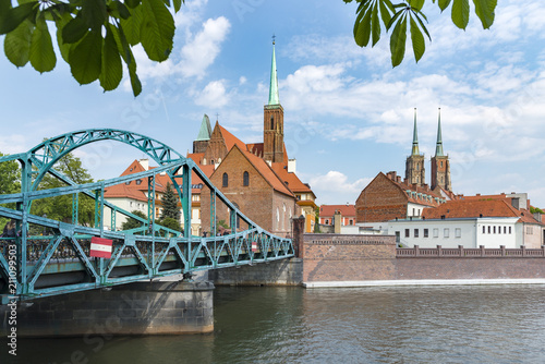 Polen, Wroclaw, Breslau, links die Kreuzkirche rechts der Dom, die Kathedrale St. Johannes der Täufer (poln. Archikatedra św. Jana Chrzciciela).