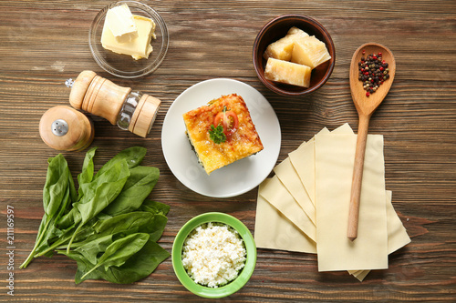 Canvas Kruiden 2 Composition of tasty lasagna with spinach on wooden background
