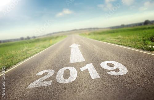 Straße führt zu 2019