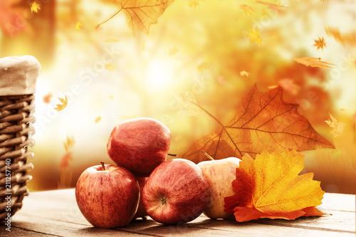 Leinwanddruck Bild Apfelernte Hintergrund rustikal