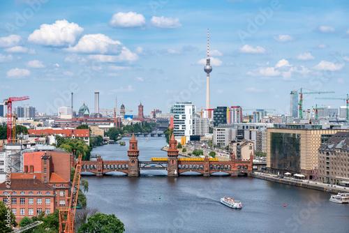 Leinwanddruck Bild Berlin Luftaufnahme mit Oberbaumbrücke und Fernsehturm