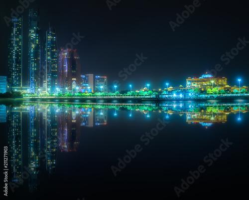 Fotobehang Abu Dhabi View of Abu Dhabi Skyline at night, UAE