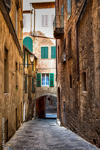 Fotobehang Smalle straatjes Old street in Siena, Tuscany, Italy. Siena architecture