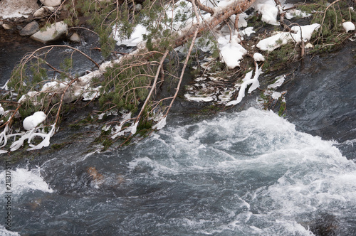 Aluminium Bergrivier Mountain ice cold river with snowy rapids