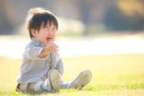 泣く子ども - 211371716